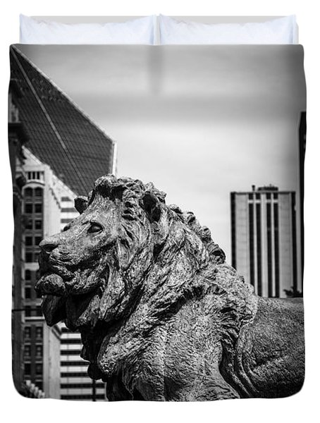 Chicago Lion Statues In Black And White Duvet Cover by Paul Velgos