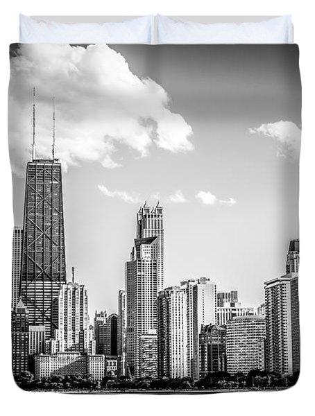 Chicago Skyline Picture In Black And White Duvet Cover by Paul Velgos