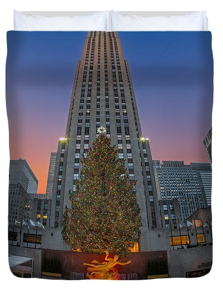 Christmas At Rockefeller Center In Nyc Duvet Cover by Susan Candelario