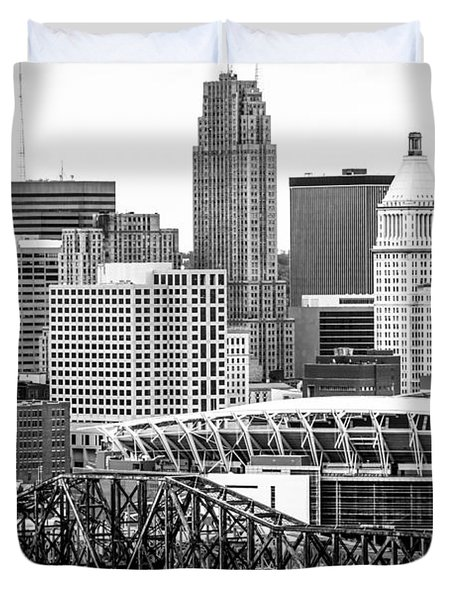 Cincinnati Skyline Black and White Picture Duvet Cover by Paul Velgos