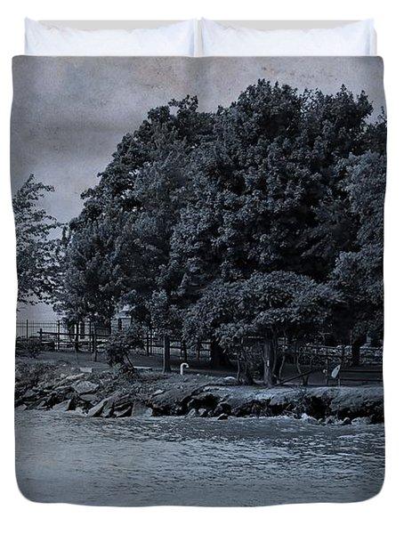 Coastal Living On Lake Erie Duvet Cover by Dan Sproul