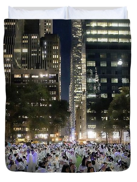 Diner en Blanc New York 2013 Duvet Cover by Lilliana Mendez