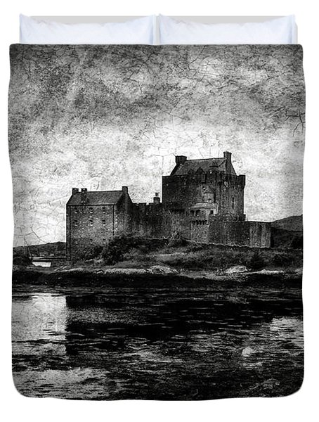 Eilean Donan Castle In Scotland Bw Duvet Cover by RicardMN Photography