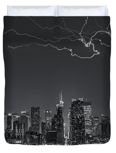 Electrifying New York City Bw Duvet Cover by Susan Candelario
