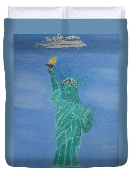 Enterprise On Statue Of Liberty Duvet Cover by Vandna Mehta