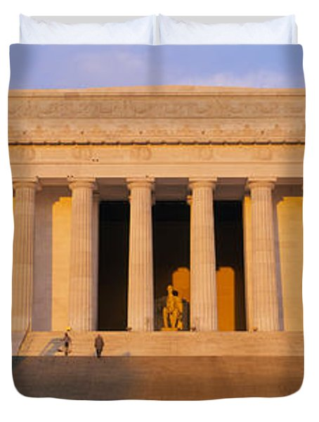 Facade Of A Memorial Building, Lincoln Duvet Cover by Panoramic Images