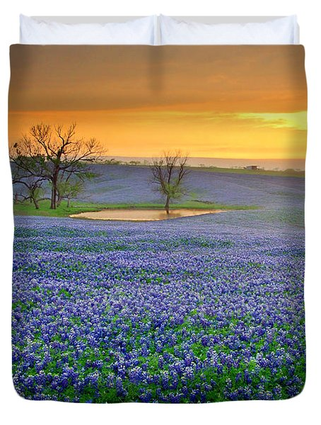 Field Of Dreams Texas Sunset - Texas Bluebonnet Wildflowers Landscape Flowers  Duvet Cover by Jon Holiday