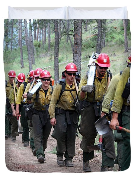 Duvet Cover featuring the photograph Fire Crew Walks To Their Assignment On Myrtle Fire by Bill Gabbert