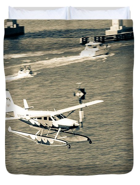 Flight- Landing In The Bay Duvet Cover by Rene Triay Photography