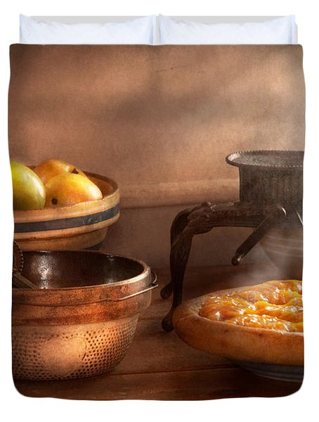Food - Pie - Mama's peach pie Duvet Cover by Mike Savad