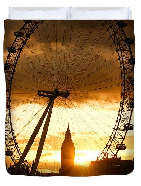 Framing The Sunset In London - The London Eye And Big Ben Duvet Cover by Georgia Mizuleva