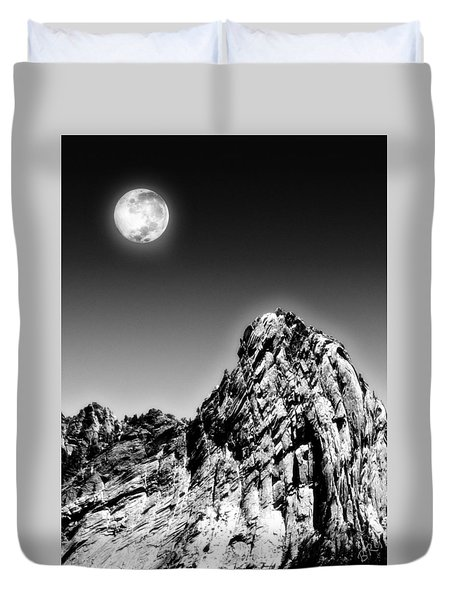 Full Moon Over The Suicide Rock Duvet Cover by Ben and Raisa Gertsberg