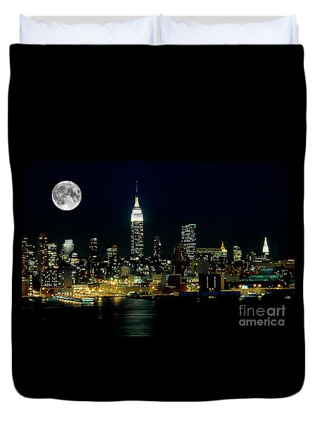 Full Moon Rising - New York City Duvet Cover by Anthony Sacco