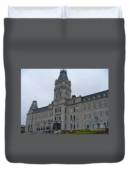 Full View Of Quebec's Parliament Building Duvet Cover by Lingfai Leung