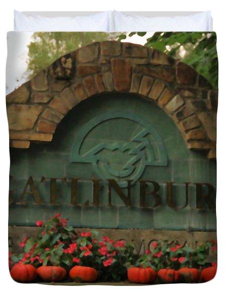 Galinburg In Autumn Duvet Cover by Dan Sproul