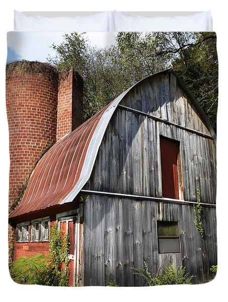 Gambrel-roofed Barn Duvet Cover by Paul Mashburn