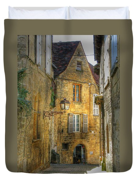Golden Light In Sarlat Duvet Cover by Douglas J Fisher