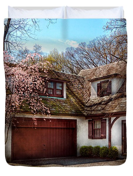 House - Westfield Nj - Who Doesn't Love Spring Duvet Cover by Mike Savad