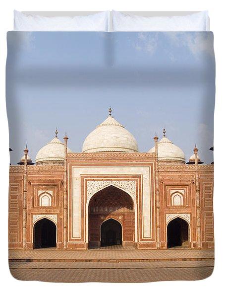 India, Next To Taj Mahal Agra, Taj Duvet Cover by Bill Bachmann