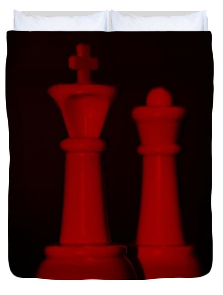 King And Queen In Red Duvet Cover by Rob Hans