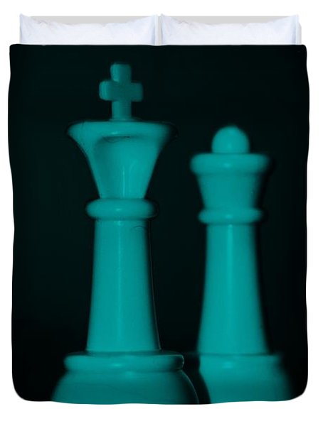 King And Queen In Turquois Duvet Cover by Rob Hans