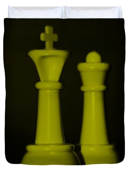 King And Queen In Yellow Duvet Cover by Rob Hans