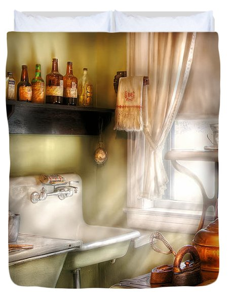 Kitchen - Momma's Kitchen  Duvet Cover by Mike Savad