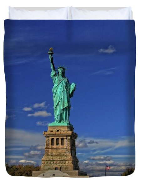 Lady Liberty In New York City Duvet Cover by Dan Sproul