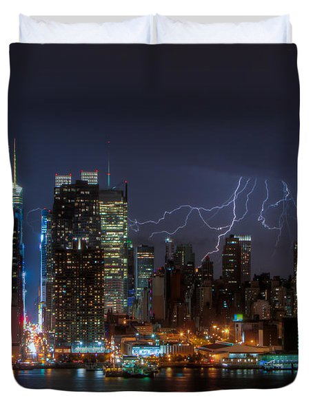Lightning Over New York City IIi Duvet Cover by Clarence Holmes