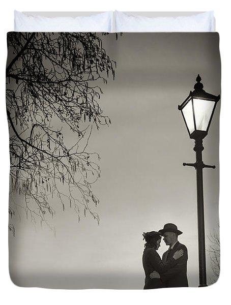 Lovers Say Goodbye Under A Streetlamp Duvet Cover by Lee Avison