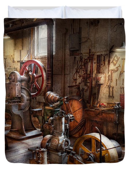 Machinist - A room full of memories  Duvet Cover by Mike Savad