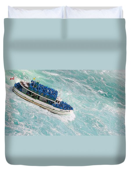 Maid Of The Mist At Niagara Falls Duvet Cover by Ben and Raisa Gertsberg