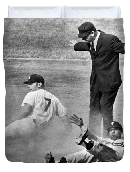Mickey Mantle Steals Second Duvet Cover by Underwood Archives