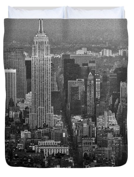 Midtown Manhattan Winter 1980s Duvet Cover by Gary Eason