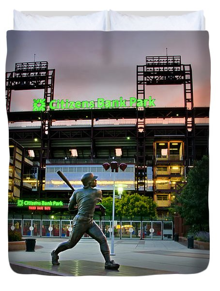 Mike Schmidt Statue At Dawn Duvet Cover by Bill Cannon