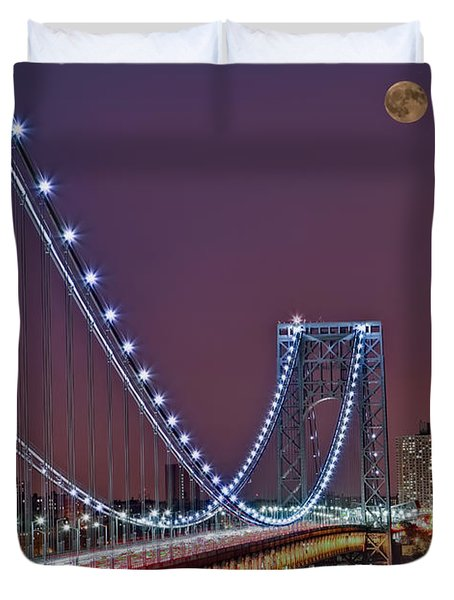 Moon Rise over the George Washington Bridge Duvet Cover by Susan Candelario