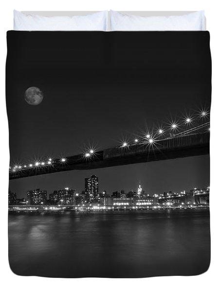 Moonrise Over Manhattan Bw Duvet Cover by Susan Candelario