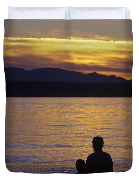 Mother And Daughter Holding Each Other Along Edmonds Beach At Su Duvet Cover by Jim Corwin