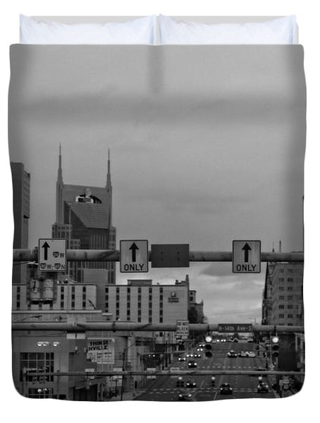 Nashville Skyline In Black And White Duvet Cover by Dan Sproul