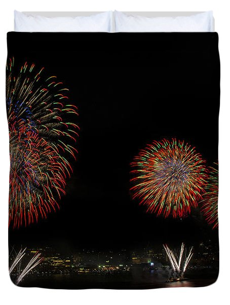 New York City Celebrates The Fourth Duvet Cover by Susan Candelario