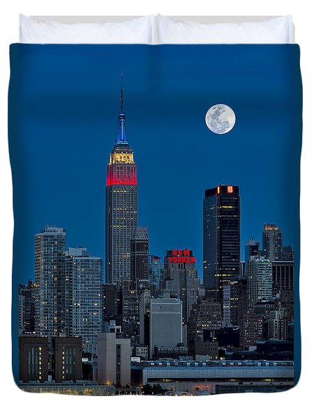 New York City Moonrise  Duvet Cover by Susan Candelario