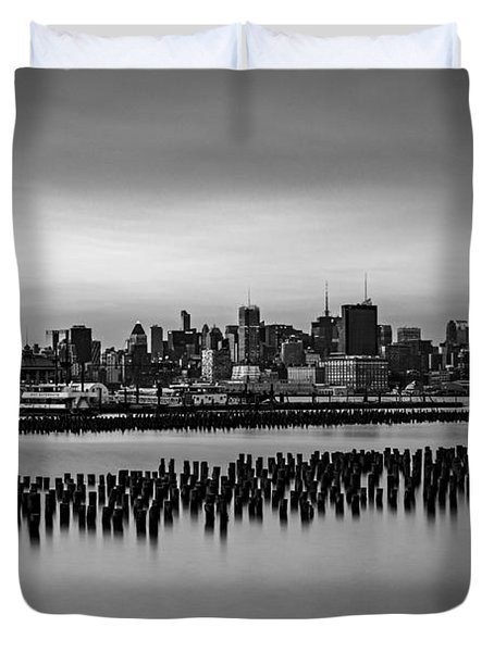 New York City Skyline Stillness Bw Duvet Cover by Susan Candelario