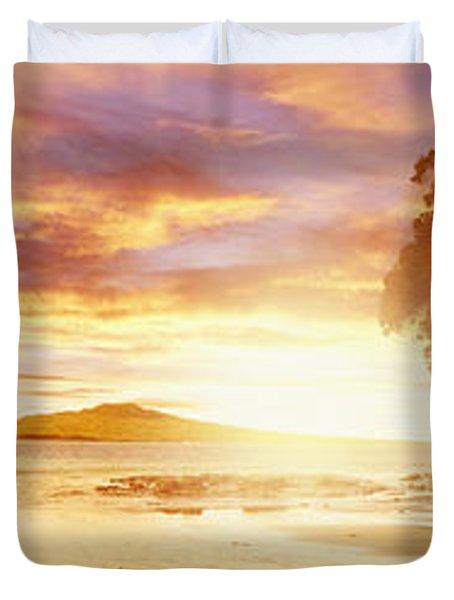 NZ sunlight Duvet Cover by Les Cunliffe
