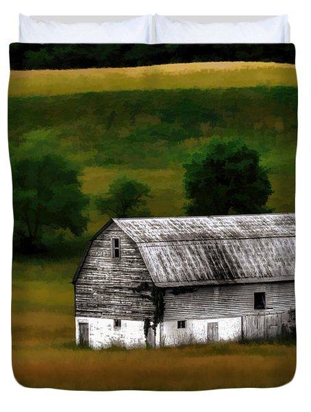 Old Barn Near Buckhannon Duvet Cover by Dan Friend