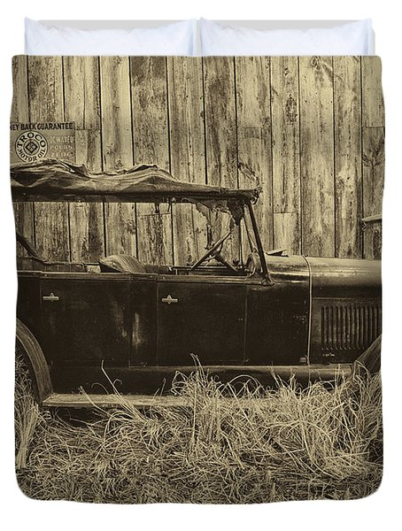 Old Jalopy Behind The Barn Duvet Cover by Thomas Woolworth