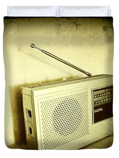 Old Radio Duvet Cover by Les Cunliffe