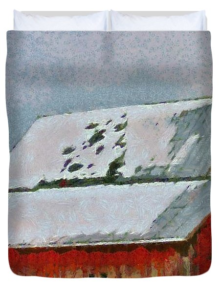 Old Red Barn In Winter Duvet Cover by Dan Sproul