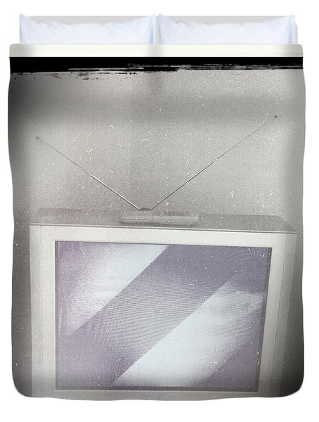 Old television Duvet Cover by Les Cunliffe