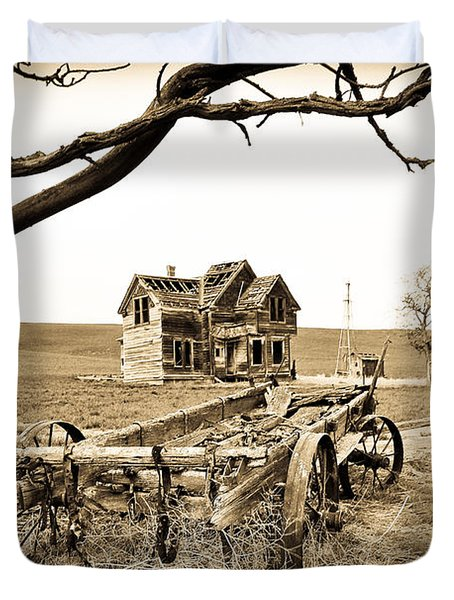 Old Wagon And Homestead Duvet Cover by Athena Mckinzie