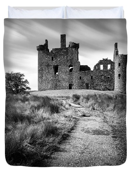 Path to Kilchurn Castle Duvet Cover by Dave Bowman
